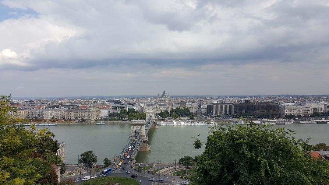 Behalve vanaf de Kasteelheuvel, zijn er nog veel meer mooie uitzichten in Boedapest. Wil jij weten wat te doen in Boedapest? Bezoek doeninboedapest.nl