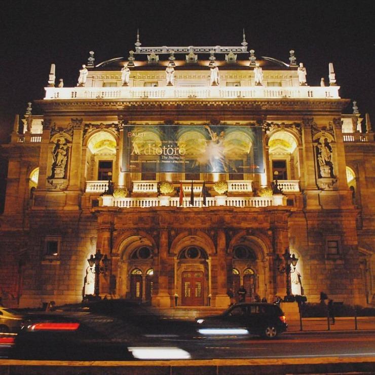 Wil je naar de opera in Boedapest? Goed idee! Op doeninboedapest.nl vind je meer informatie over het plannen van je operabezoek.