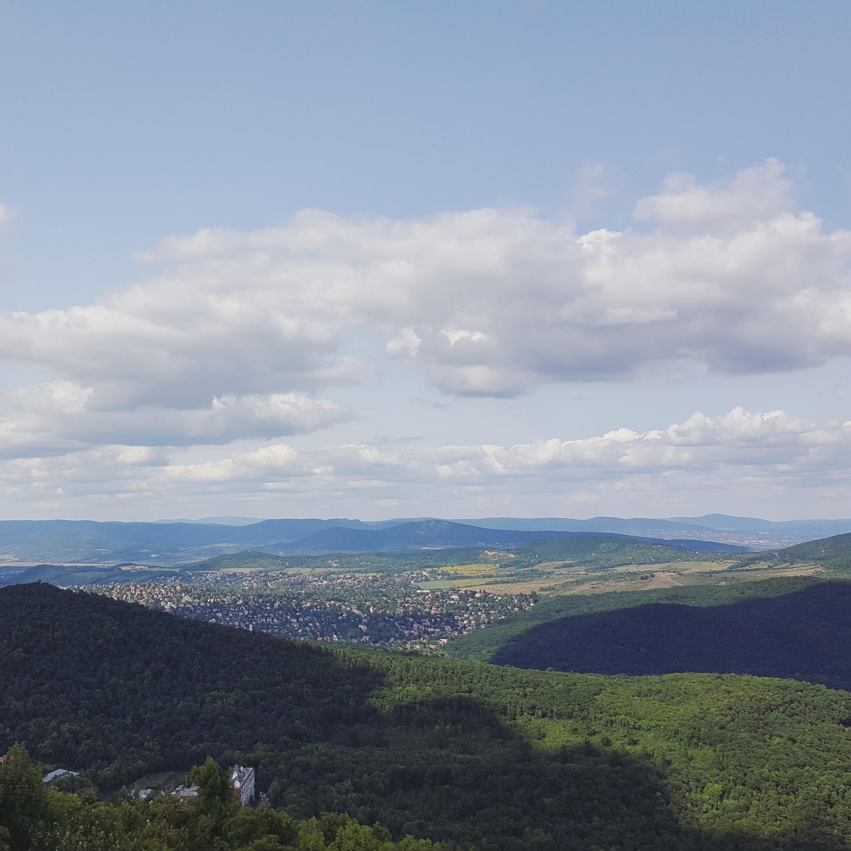 Op naar het hoogste punt in Boedapest, Jánoshegy! Vanaf de Erzsébet uitkijktoren zie je de mooiste uitzichten. Meer weten? Kijk op doeninboedapest.nl