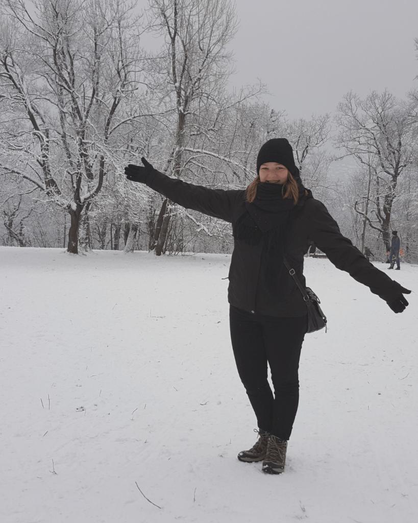 Als het heeft gesneeuwd in de winter in Boedapest, neem dan de bus naar Normafa voor een flinke dosis sneeuwpret. De heuvels zijn perfect voor sleëen!