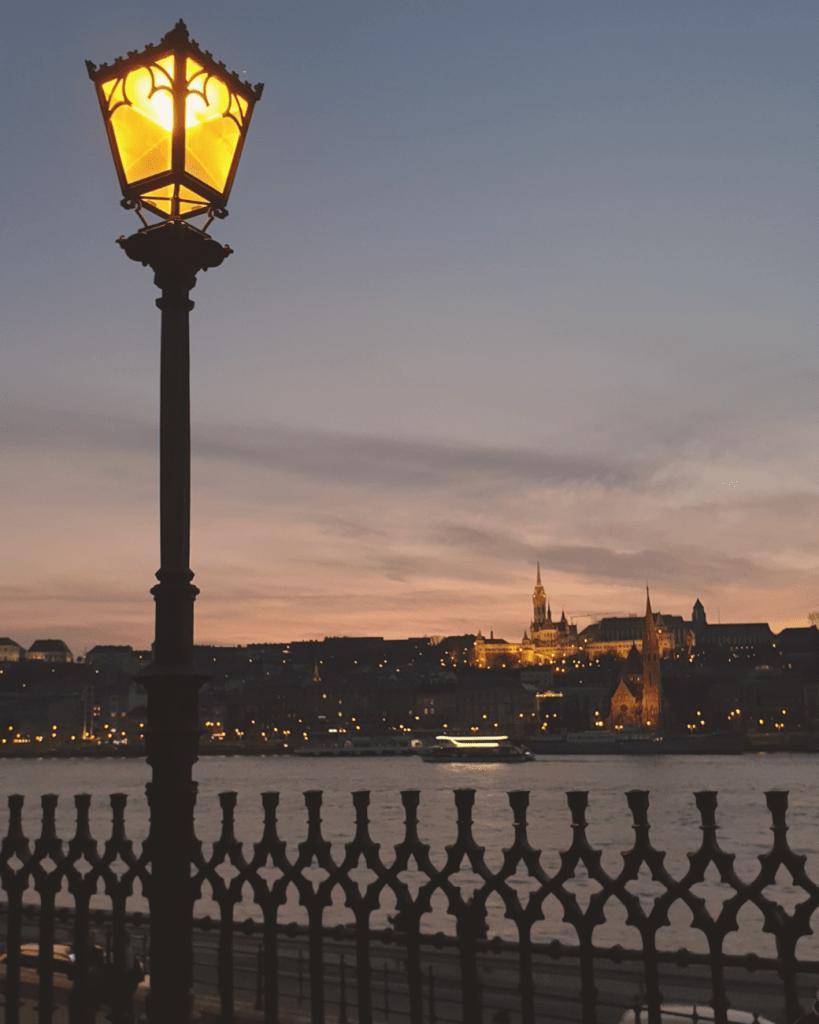 Niks te doen in de winter in Boedapest? Ga op een winterwandeling langs de Donau!